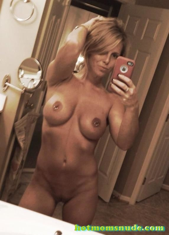 Hot Mom Selfies (50)