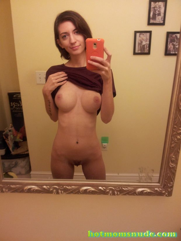 moms taking self pictures naked