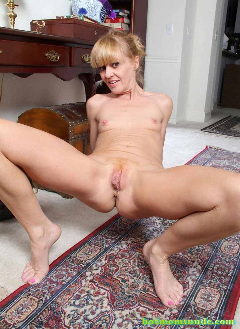 Big Pussy Lips Josie nude pics and biography