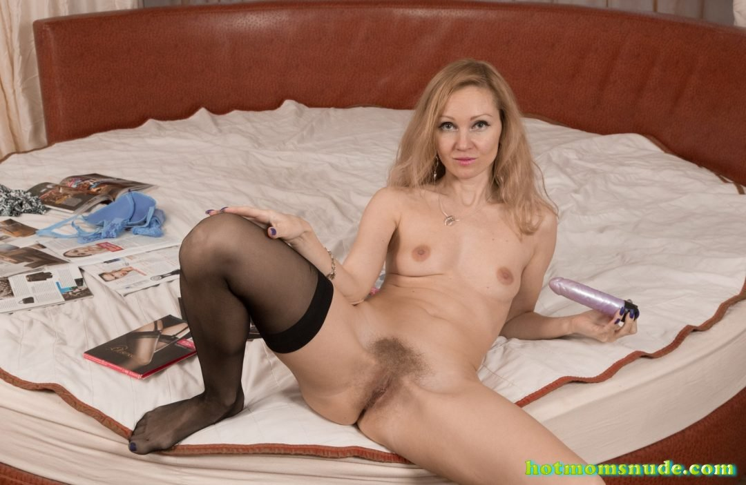Sexy Milf Roxy nude pics and biography