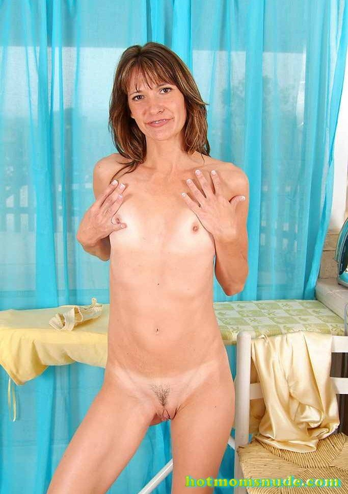 Skinny Kari nude pics and biography