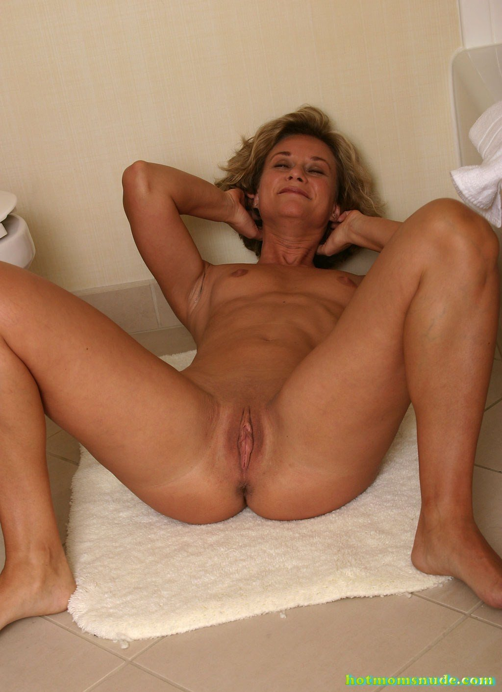 Good mom nude — pic 3