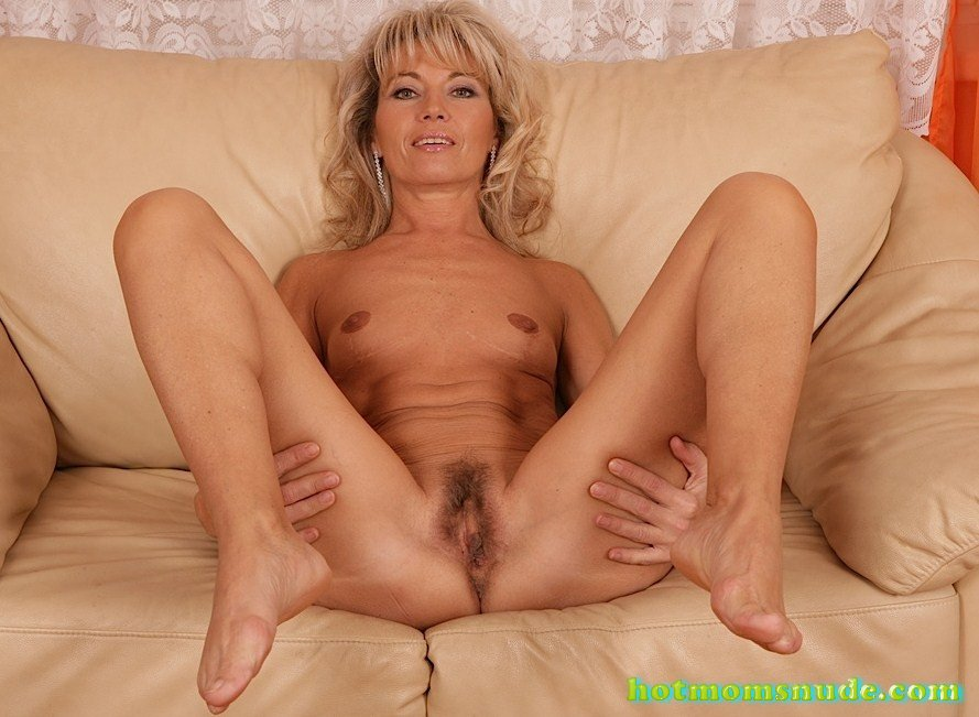 Janet Darling nude pics and biography