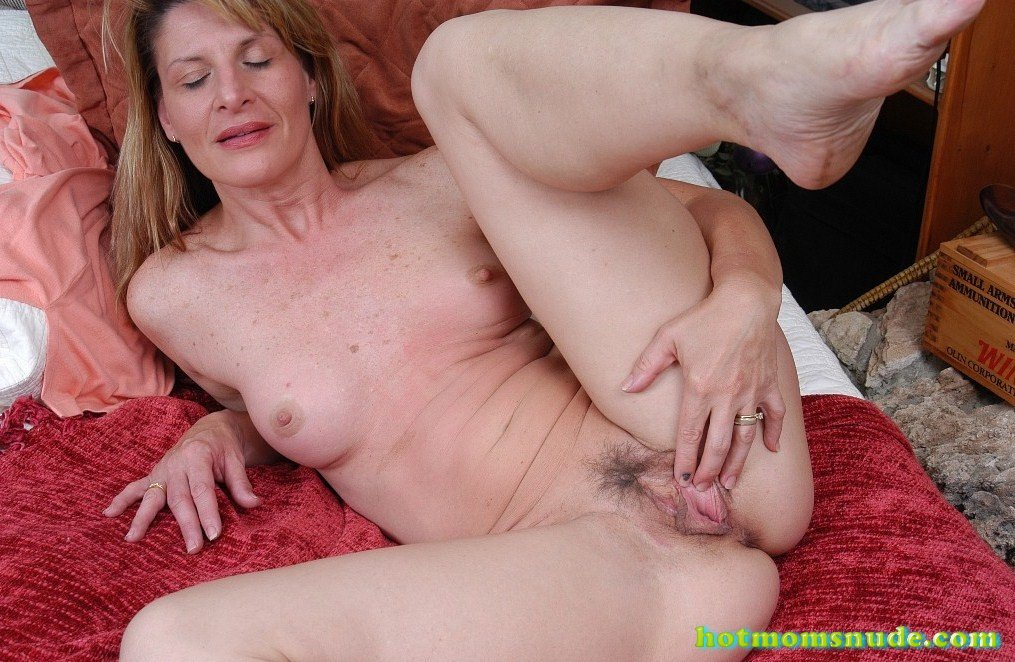 Linda Roberts nude pics and biography