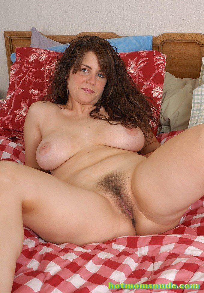 Hot Mom Tori nude pics and biography