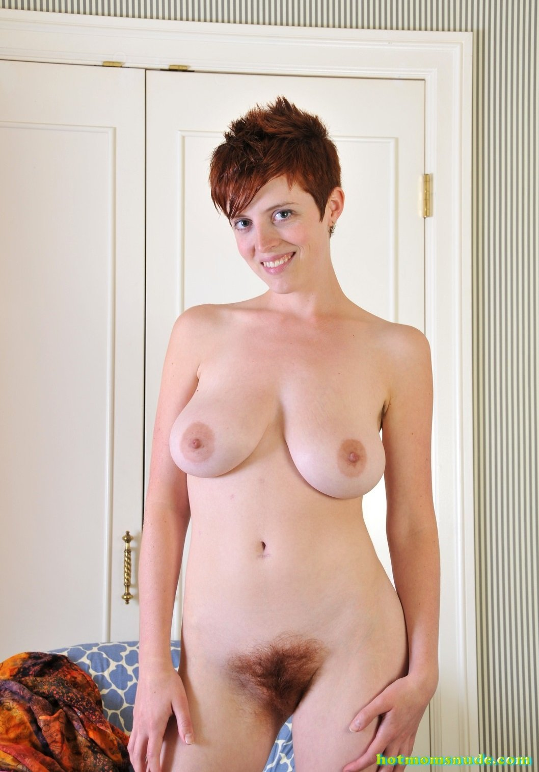nude-short-red-hair-woman